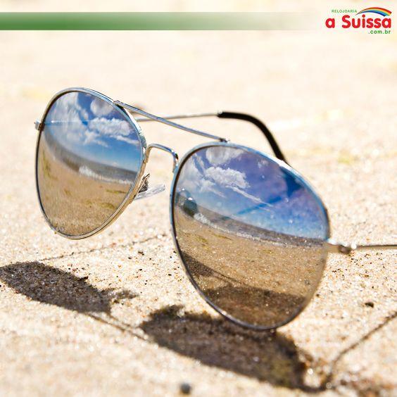 Sabia que seus óculos precisam de cuidados específicos na praia? As altas temperaturas e até mesmo o limão podem danificar o acessório.  Na foto Óculos de Sol Atitude - AT3122 02B #relojoariaasuissa #oculosdesol