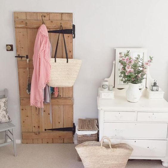 Isn't this country cottage bedroom the most charming home in the world? See the full home tour on www.lovetohome.co.uk