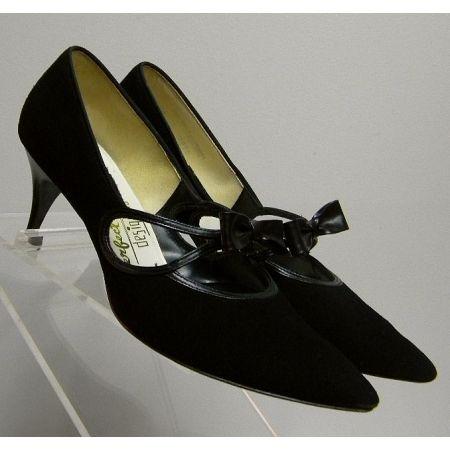 1950s Vintage Kitten Heel Bow Pumps