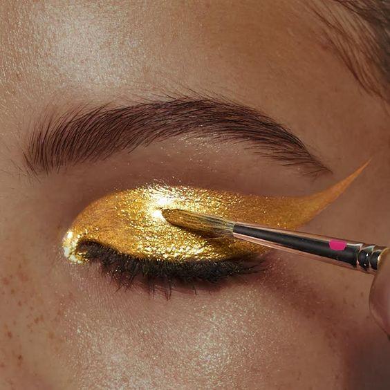 Pat McGrath Gold Pigment: