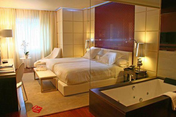 Gran Hotel Nagari de Vigo, tapicerías y revestimientos de pared de Manuel Lamarca.