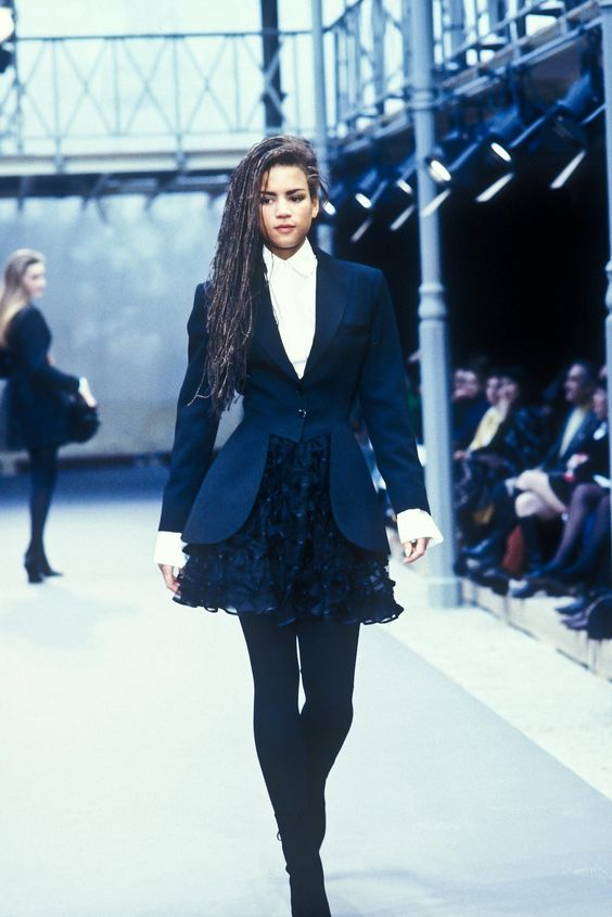 Fall/Winter Looks From The Runway: 1989 - Page 17