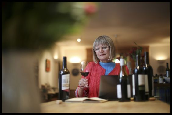 Jancis Robinson, one of the world's most influencial wine personalities, answers questions about her activity on social media: Twitter, Facebook, Instagram.