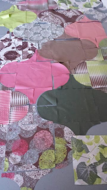 Quilty Habit: Reinvigorated-Drunkards path surrounding a middle square results in a curvy circle look