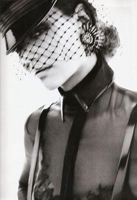 JULES FASHION: - Katie Holmes sexy en dominatrice chic pour Vogue Espagne !