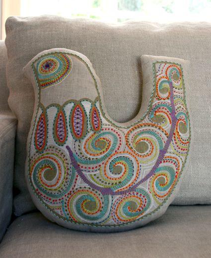 P jaros almohada de aves and bordado on pinterest - Almohada mimos ...