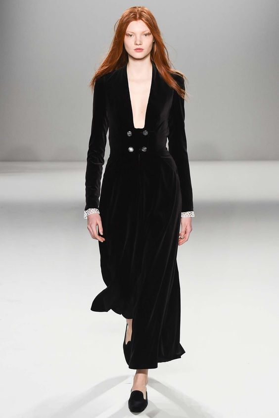 Temperley London Fall 2015 Ready-to-Wear - Collection - Gallery - Style.com http://www.style.com/slideshows/fashion-shows/fall-2015-ready-to-wear/temperley-london/collection/16