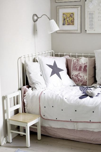 Guest rooms girls and boys on pinterest for Sofa bed kids room