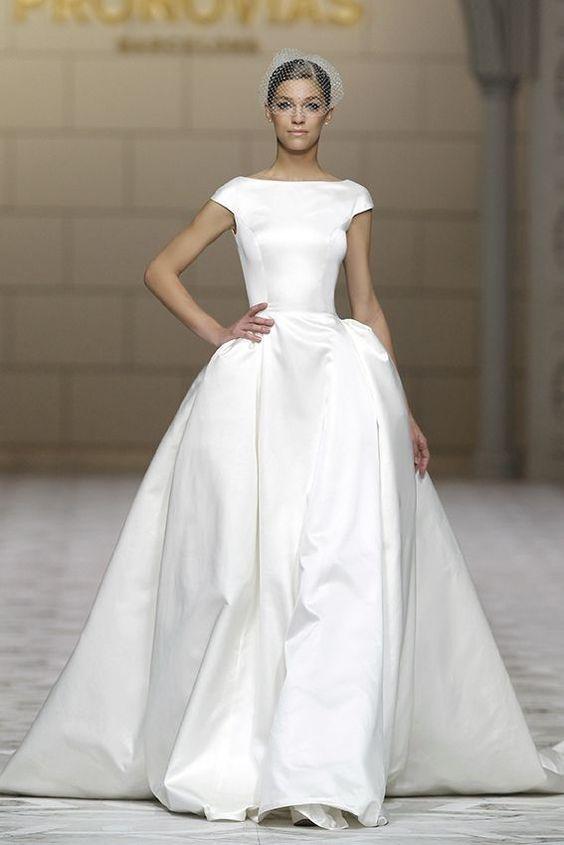 love the classic shape of this atelier pronovias dress
