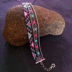 Bracelet manchette multirangs motif aztèque rose fluo, turquoise,gris, noir et argenté !