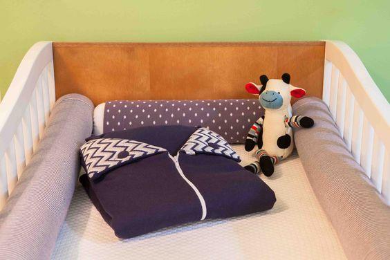 kit roxo+canguru azul marinho.  monte seu enxoval na loja http://www.coisasdadoris.com.br/loja/index.php/protetor-de-berco-tricot-cinza-com-amarelo.html