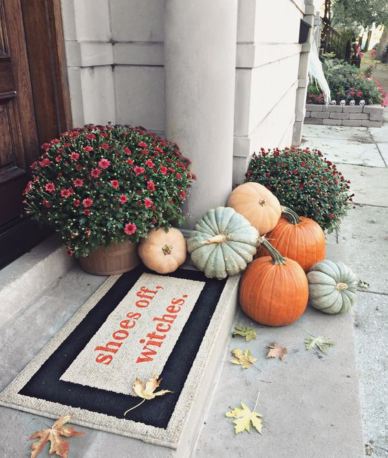 Fall Porch Decor - OliviaRink.com