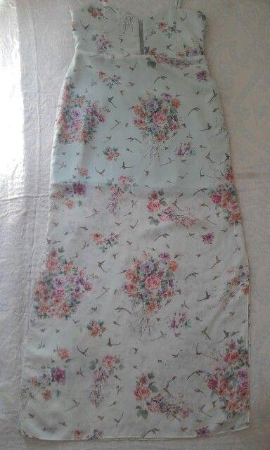 Vestido longo de chiffon, estampa de pássaros e flores, criado e costurado pela estilista Albenise Giudice
