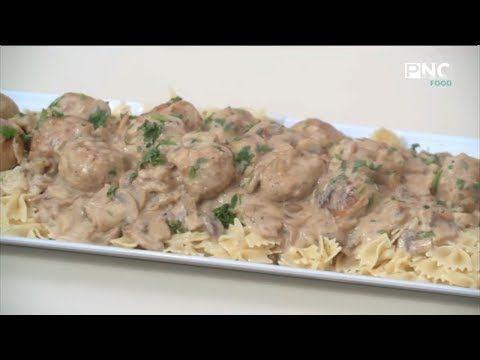 العزومة مع الشيف فاطمة أبو حاتي طريقة عمل كفتة الفراخ بالوايت صوص فطائر الجيوب Youtube Recipes Food Chicken