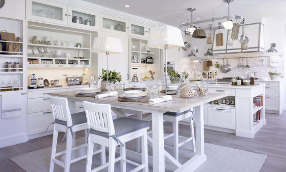 Una vez más, Deulonder lo ha vuelto a conseguir y ha enamorado a los visitantes de Casa Decor Madrid 2016 con su cocina. Ya lo habían logrado en ...