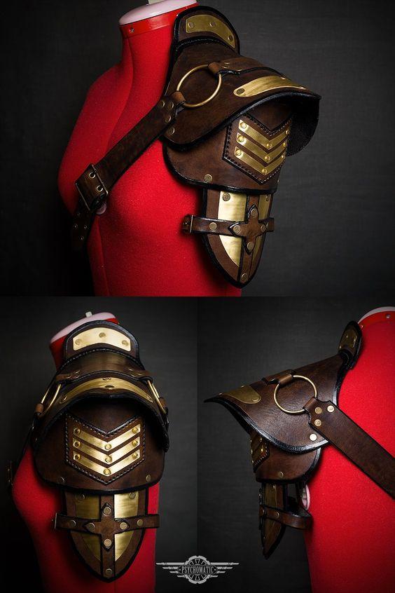 épaulière épaulette steampunk militaire cuir dorée chevrons harnais