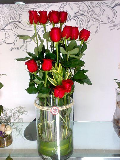 Hermoso arreglo de rosas rojas para llenar tu casa con la - Como llenar la casa de energia positiva ...