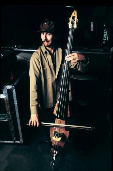 Les Claypool ~ how cool is that stand up bass