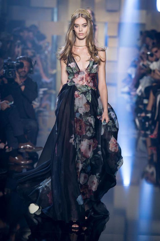 Elie Saab comemora seus 25 anos de casamento em desfile de alta-costura - Vogue   Desfiles