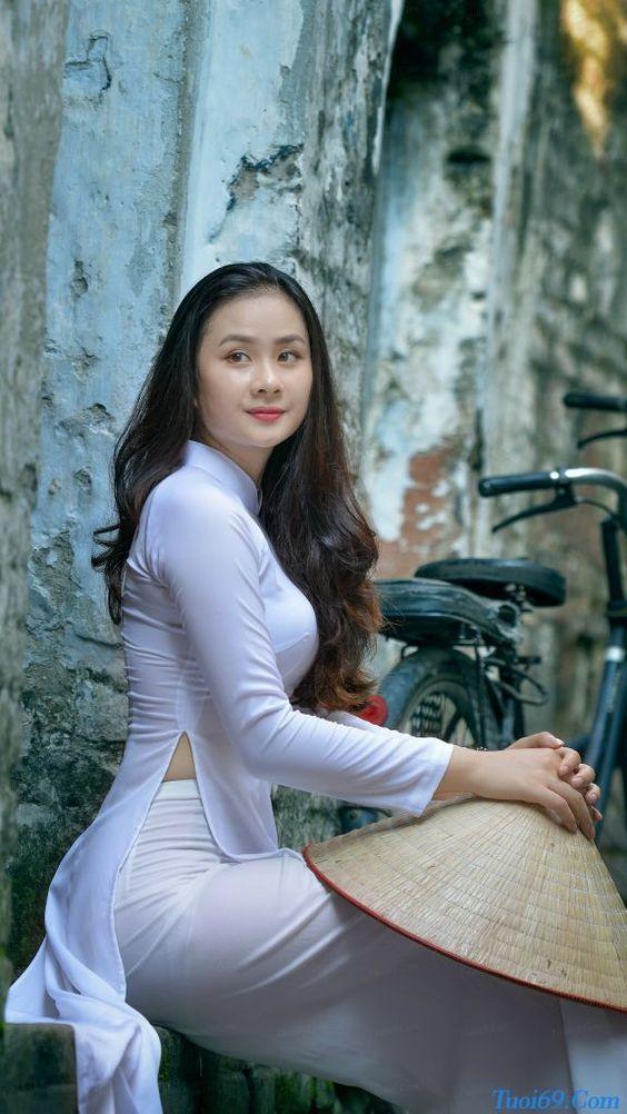 Bộ ảnh nữ sinh Việt với áo dài chảy máu cam…hot hot