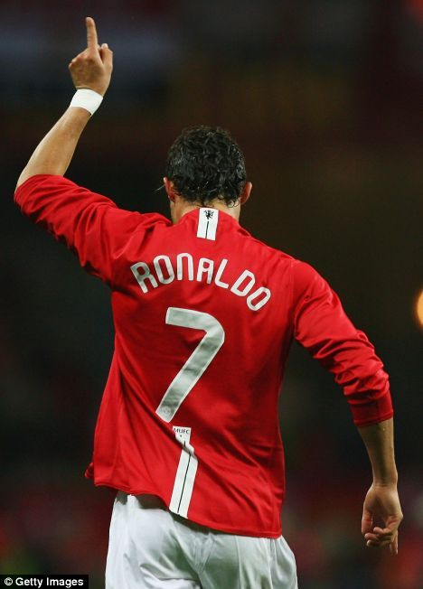 christiano Ronaldo http://www.footballerpictures.co.uk/bank/celebrating_cristiano_ronaldo-1311145188.jpg#