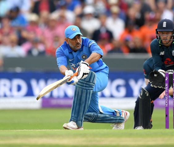 Ms Dhoni Not The Same Person He Was Age Catching Up Virender Sehwag Ms Dhoni Wallpapers World Cricket Person