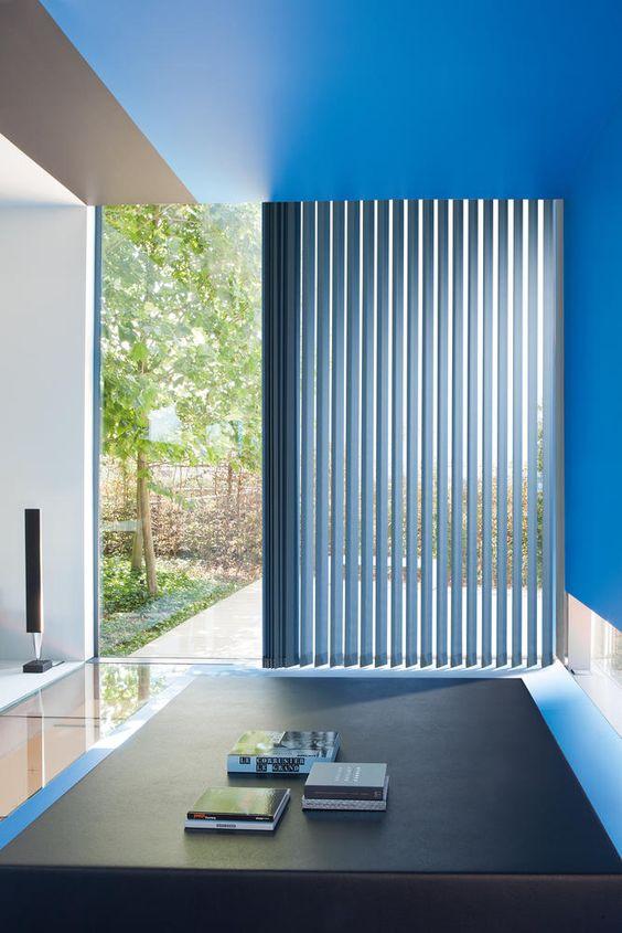 Copahome raamdecoratie verticale jaloezieën blauw  / La décoration de fenêtre. Stores à bandes verticales bleu