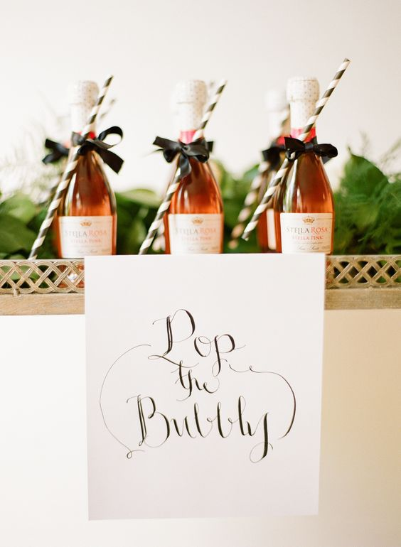 champagne com canudinho http://www.stylemepretty.com/2014/12/31/modern-glam-wedding-inspiration/