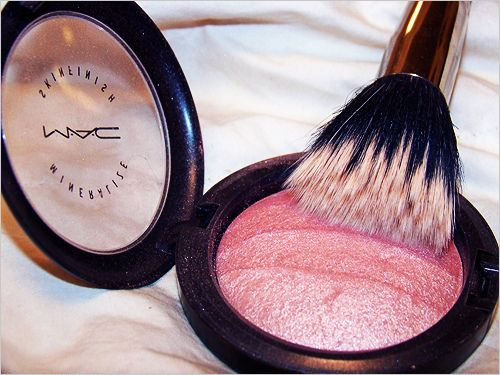 MAC. This is one of my favorite brushes to use.. sighhh .. blush, bronzer and powder i have 3 of them for it's own purpose <3