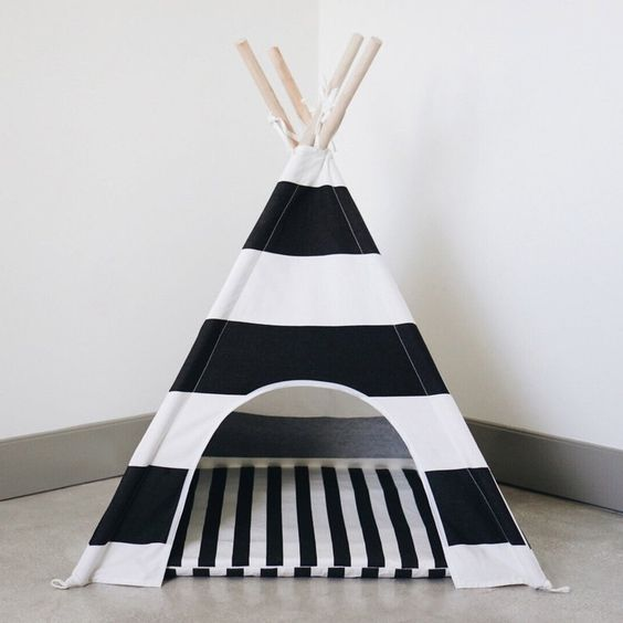 Equal parts stylish and adorable, this dog teepee makes a gorgeousaddition to any home. Exceptionally easy to assemble and lightweight, it is easily moved from room to room. Includes a matching zippered cushion and carry …
