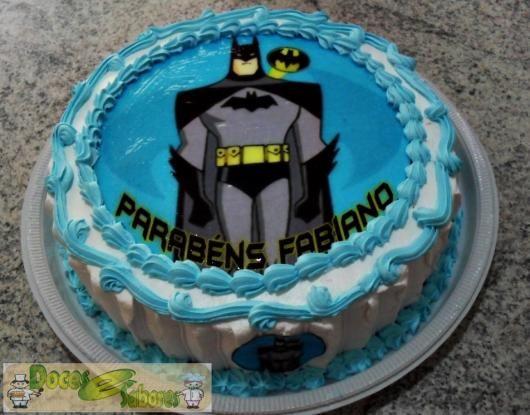 Bolo Do Batman Com Papel De Arroz Com Detalhes Branco E Azul In