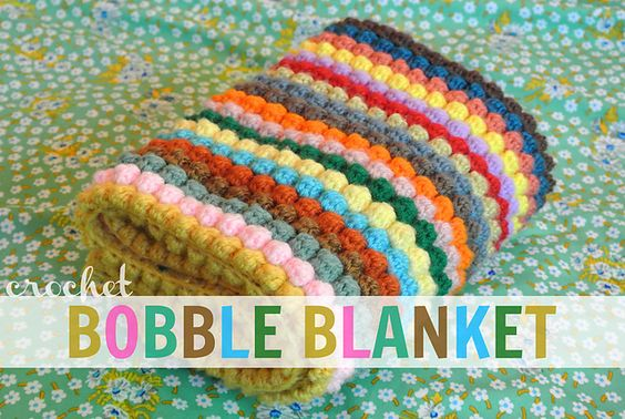 Such a beautiful and colorful bobble blanket pattern by Rachele at the nearsighted owl! #crochet #DIY #tutorial