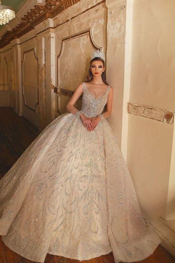 bride wedding dress in 8  Hochzeitskleid extravagant, Königin