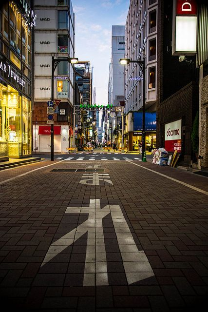 STOP 銀座 by Kui Wu on Flickr.