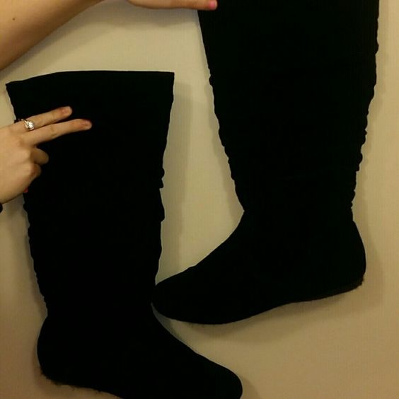 Black Boots These are not leather boots.. they are cloth like. Very very light and comfortable. There is a little lint on them but can easily be taken off. Shoes Over the Knee Boots