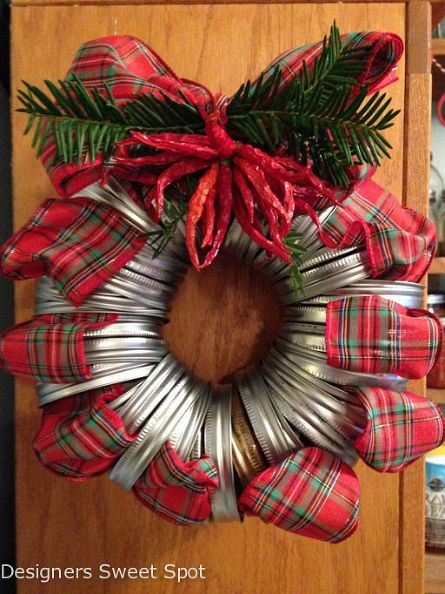 Mason Jar Wreath - just take 24 mason jar lids, tartan ribbon and some chilies and you have this Christmas wreath!