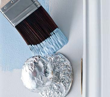 Use aluminum foil to keep knobs paint free