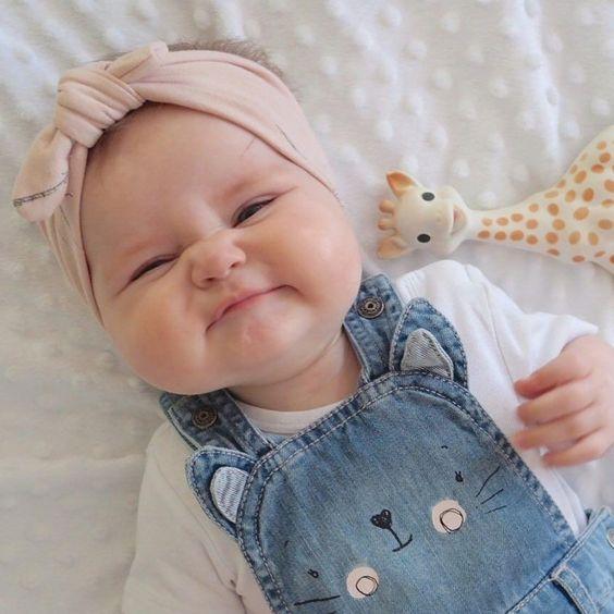 bébé avec grosses joues