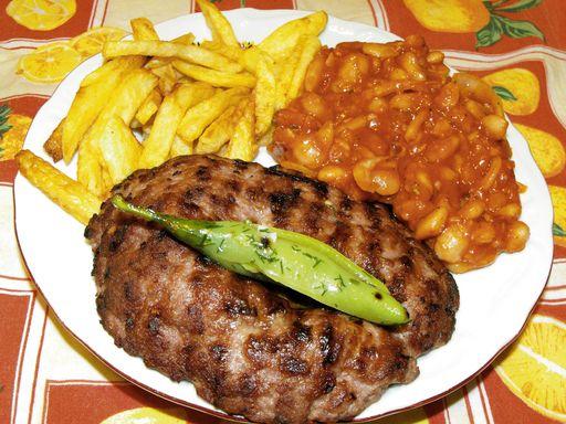 Pljeskavica (hamburger des Balkans) : Recette de Pljeskavica (hamburger des Balkans) - Marmiton