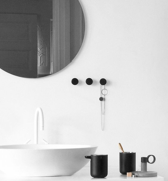 Wandhaken aus Stahl und Eschenholz im 2er-Set für das Bad. Hier entdecken und shoppen: http://sturbock.me/0kv
