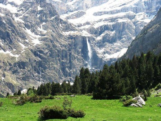 gavarnie-with-meadow