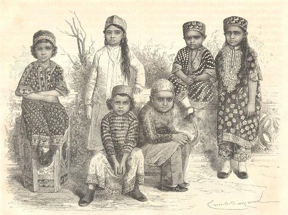 Zoroastrian children wearing Jhablas (Pharyah)