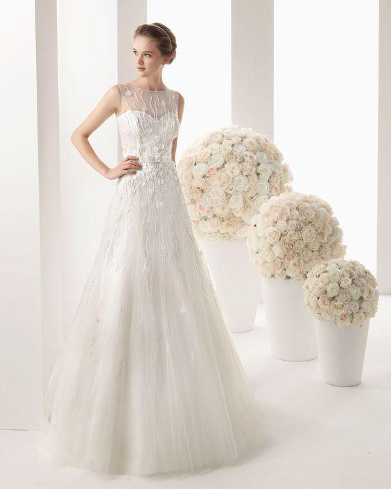 MARA - Vestido bordado con pedrería y tul en color natural.71T93 - Diadema Helena de malla, en color natural.