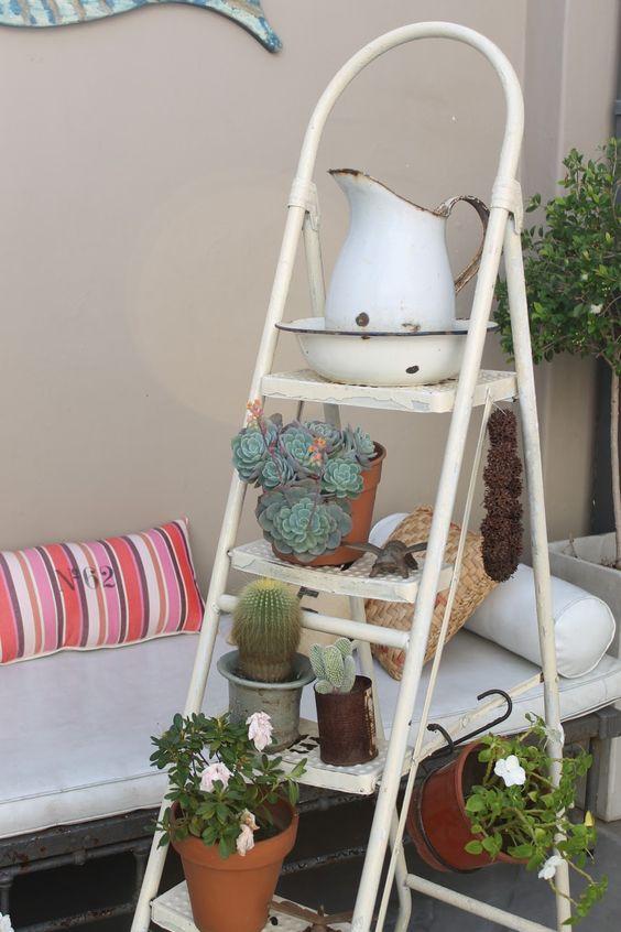 Reciclar escalera de metal   plantas = ideal para un jardin en el ...
