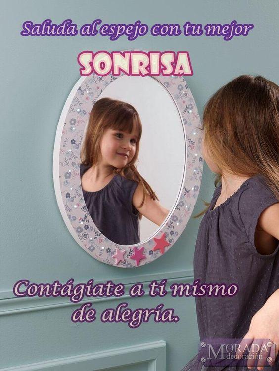 Saluda al espejo con tu mejor sonrisa, contágiate a ti mismo con tu alegría. #BuenosDias pic.twitter.com/5u5dGkO2sO #frases #español #citas