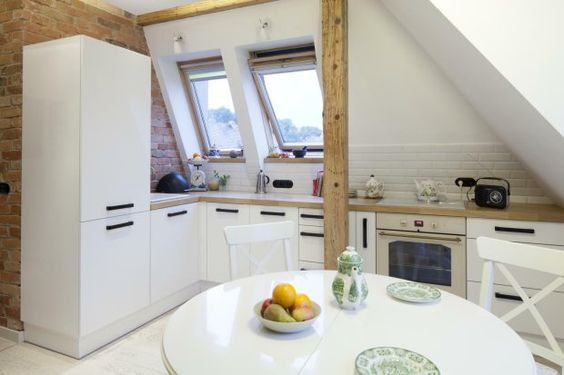 Zdjecie Numer 1 W Galerii Pod Skosami Adaptacja Poddasza I Przebudowa Pietra Interior Design Kitchen Kitchen Ideals Kitchen Design