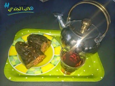 Maqdous ist das Frühstück nach dem sich alle im Ausland lebende Syrer wohl am meisten sehnen. Diese kleinen eingelegten und gefüllten Auberginen, fehlen mit sehr großer Wahrscheinlichkeit in keinem syrischen Haushalt. Rezept auf www.hudaworld.com