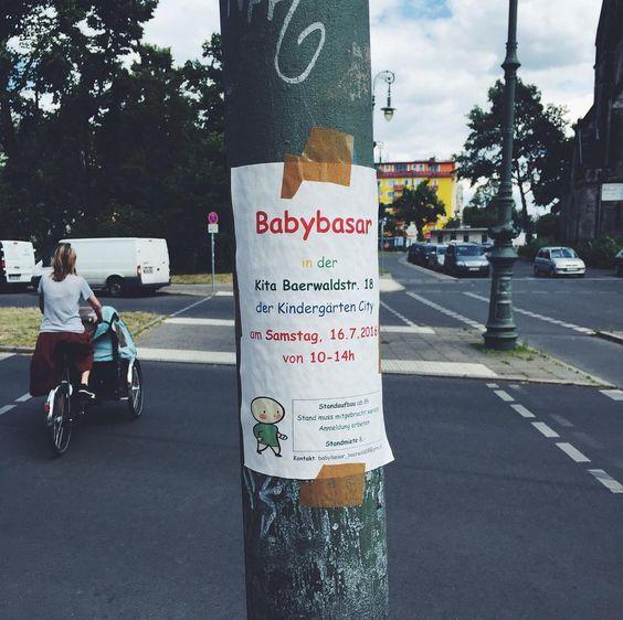Die Single-Hauptstadt findet Lösungen für den Kinderwunsch.  #berlin #kinder #kids #babys #ig_berlin #streetphoto #sign