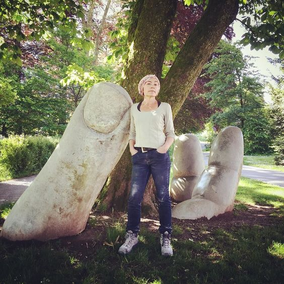 """""""Die offene Hand"""" von und mit Eva Oertli. #glarus #kunst #art #artist #steinbildhauerin #steinbild #volksgarten #nature #natureart by mimotion03"""