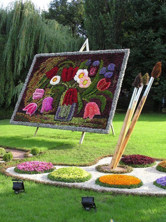 Decorate Your Garden Like An Artist Topiary Garden Garden